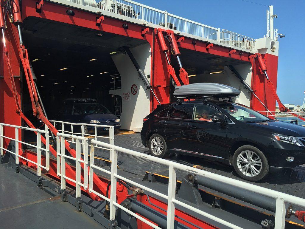 خروج از کشتی در یونان با ماشین